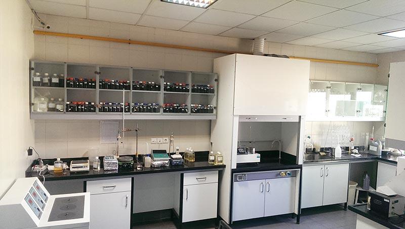 آزمایشگاه کنترل کیفیت کیمیاگران بهزیست